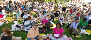 Freshmen and their families enjoy a picnic on Hearn Plaza after Freshman Convocation.