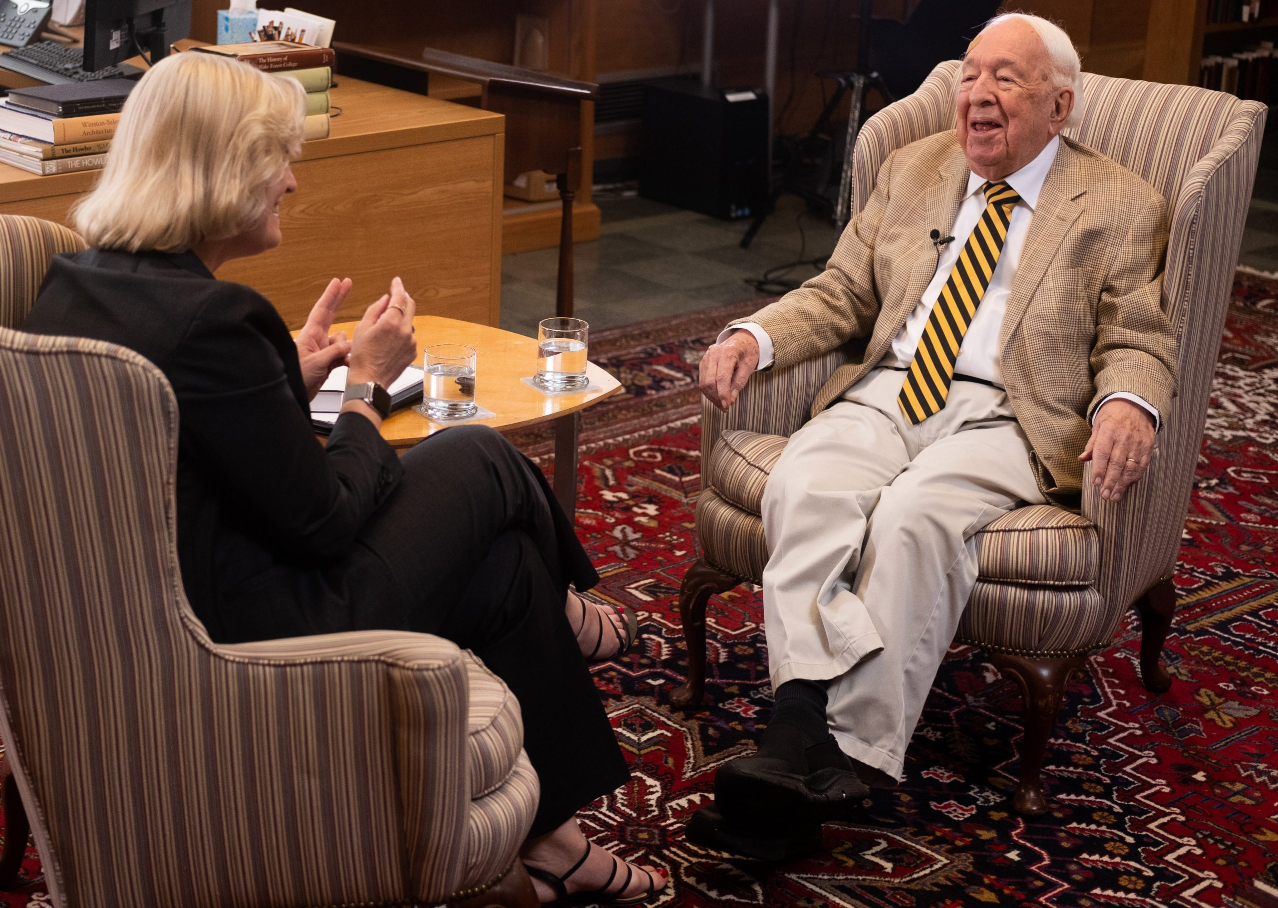 President Susan Wente talks with Ed Wilson in ZSR Library.