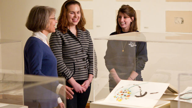 Bernadine Barnes and students in art gallery.