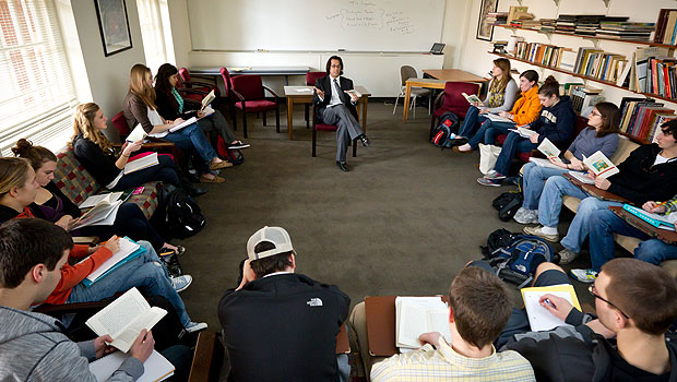 Professor Omaar Hena teaches freshmen in his first-year seminar on globalization and world literarture in Tribble Hall.