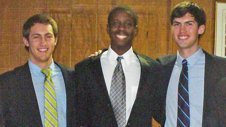 Bo Machayo (center)