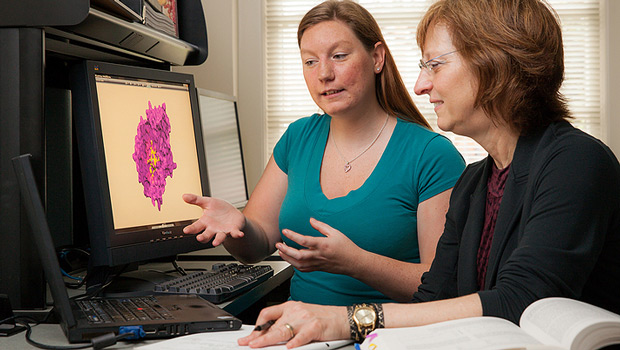 Graduate student Janelle Leuthaeuser (left) and Jacque Fetrow, Reynolds Professor of Computational Biophysics and Dean of the College, talk about their research.