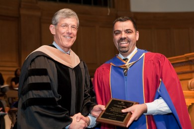 Dean Steve Reinemund presented the Kienzle Teaching Award to Dr. Charles Iacovou in 2009.