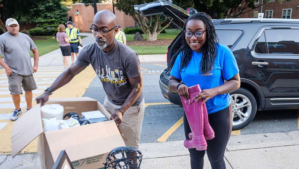 Kai Jordan's dad, Hillaun, helps his daughter move into Collins Residence Hall.