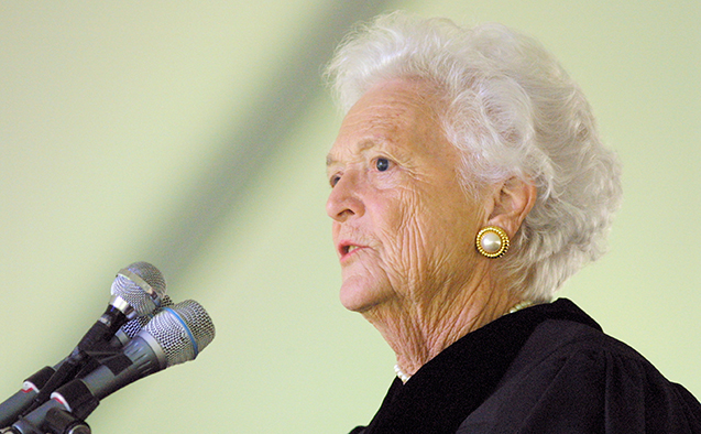 Former First Lady of the United States Barbara Bush speaks at the 2001 Wake Forest commencement