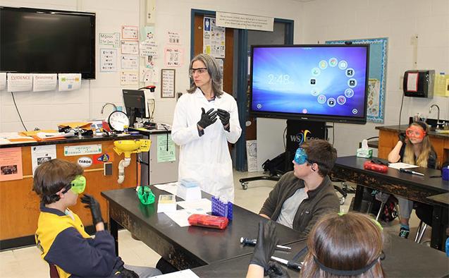 Rebecca Alexander teaches a class
