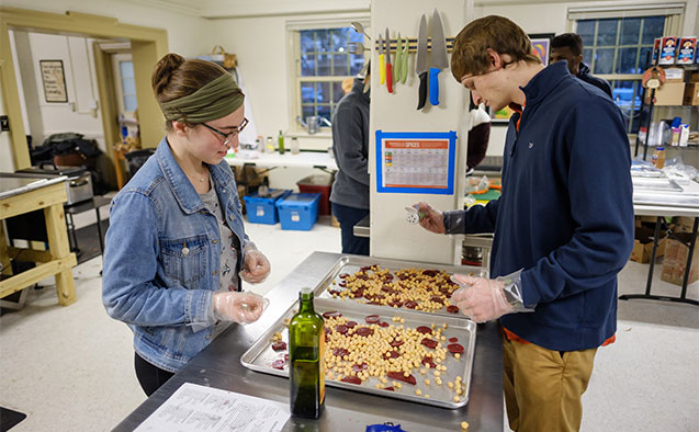 Wake Forest students volunteer to make Thanksgiving meals during the annual Turkeypalooza festival at Campus Kitchen, on Thursday, November 15, 2018.