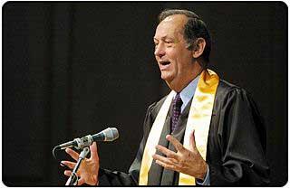 Bill Bradley speaks at convocation
