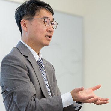 School of Divinity professor Kevin Jung teaches
