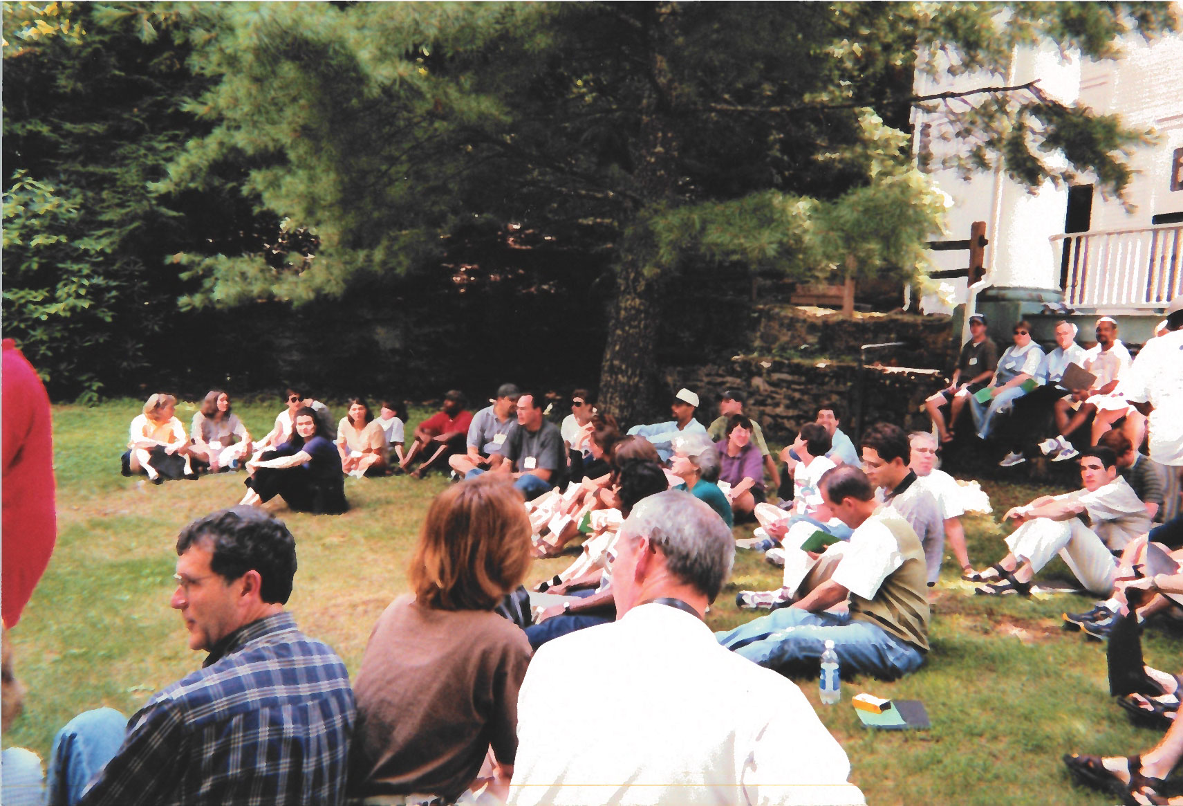 Students gather during the inaugural School of Divinity retreat in 1999.