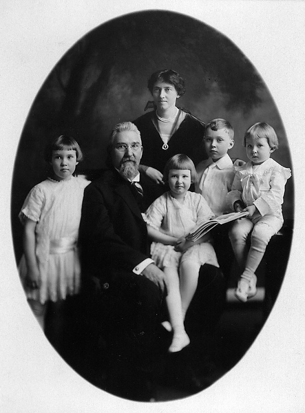 R.J. and Katharine Reynolds 1914 family portrait