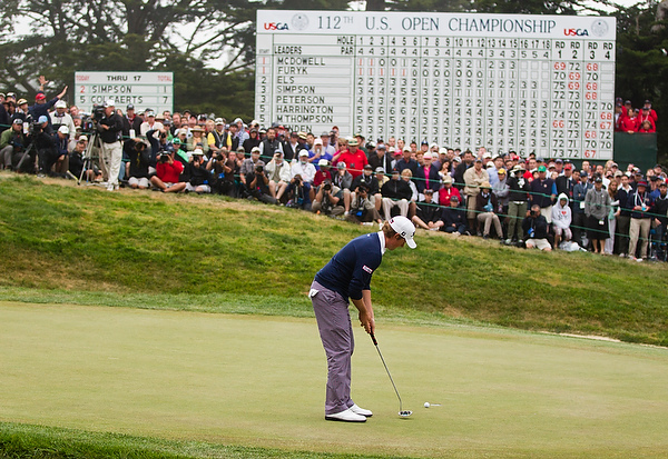Webb Simpson putts on his way to the U.S. Open title.