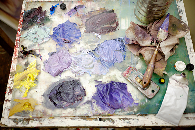 A palette of purple shades of paint.