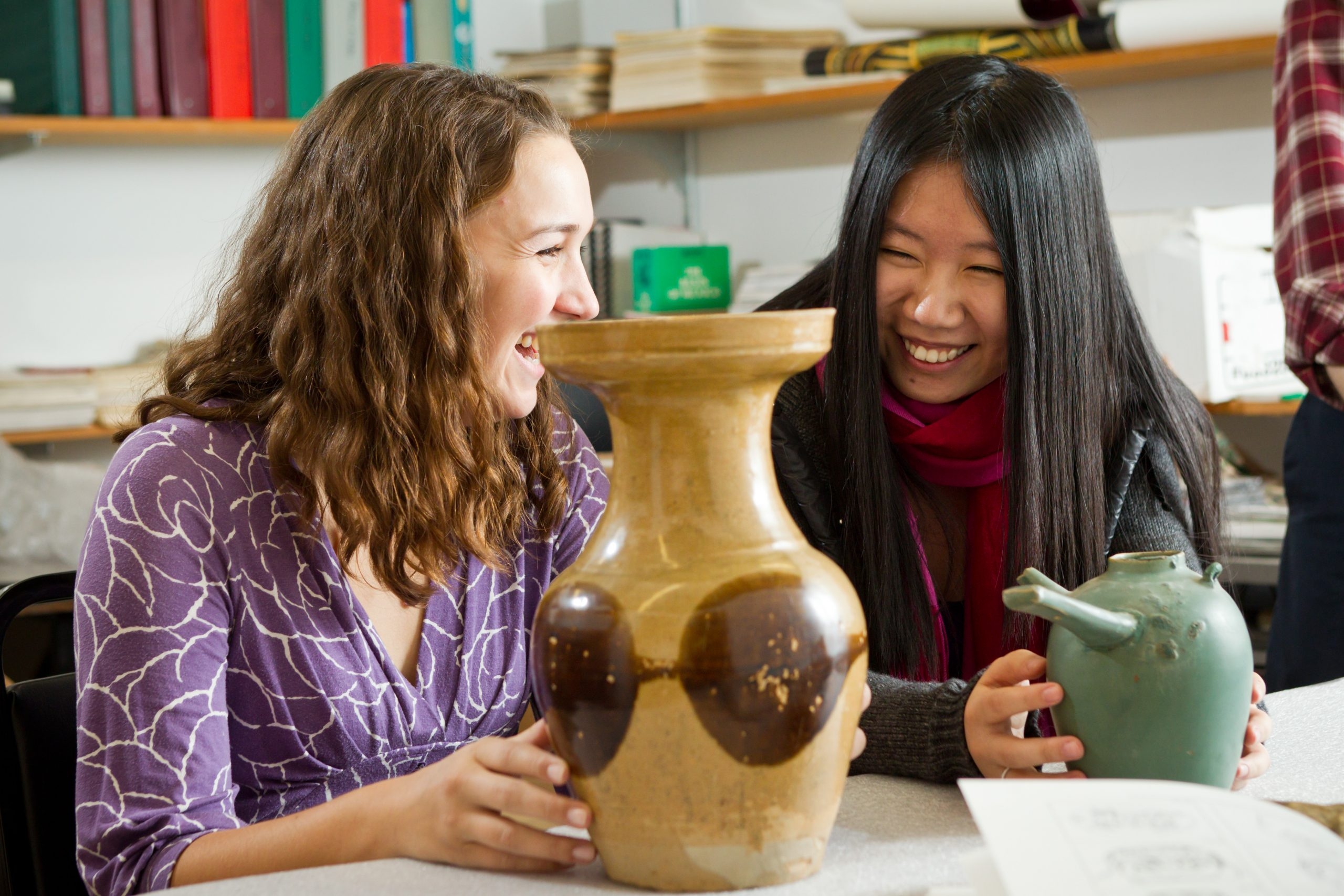 Students examine Chinese pottery