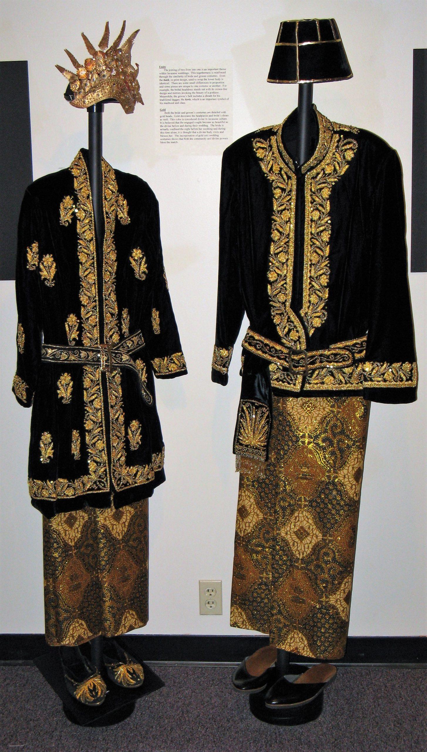 Javanese wedding outfits