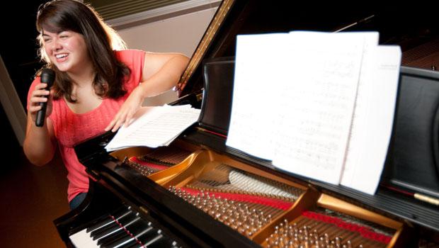 Della Hinman ('11)
