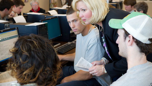 Yvonne Hinson and class offer prepare tax returns, 2011