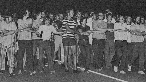 Students protest the Vietnam War