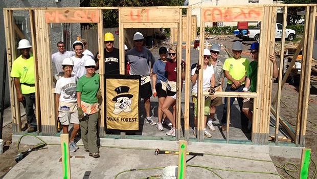Wake Forest alumni volunteer in Palm Beach, Fla.