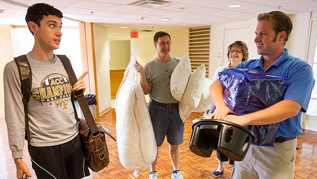 Senior resident adviser Ethan Groce (right) helps Brad Keck ('13) and his parents, Tom and Becky, with the move into Polo Residence Hall.