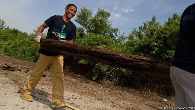 Jamal Garcia ('16) clearing debris at Gateway National Recreation Area.