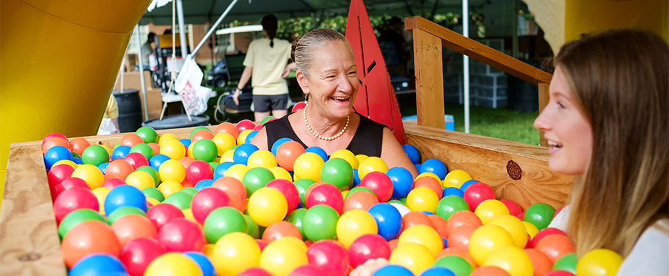 Rue talks with Stephanie Rothney ('19) in a ball pit during move-in day.