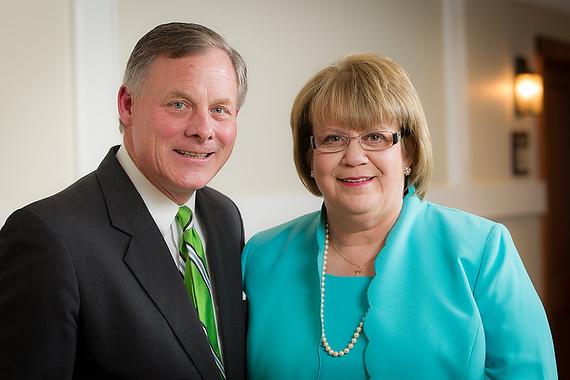 Distinguished Alumni Award winners Richard Burr ('78) and Jane Owens Cage ('78)